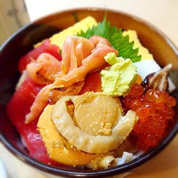 海鮮丼よ〜〜